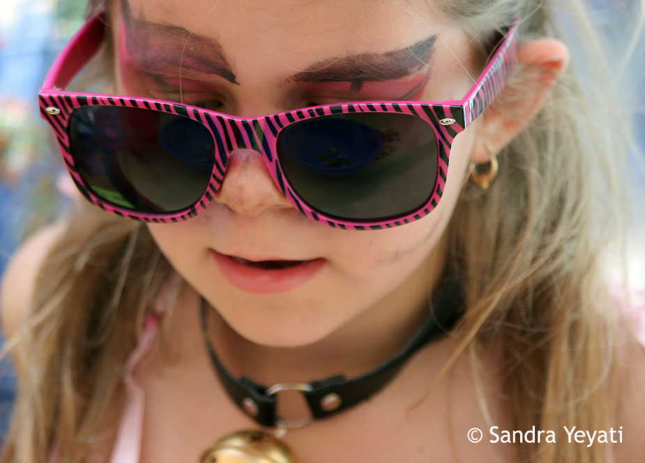 girl-pink-sunglasses